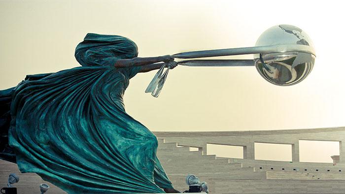sculptures defying gravity laws of physics 100 5a38c75e6fb2d 700