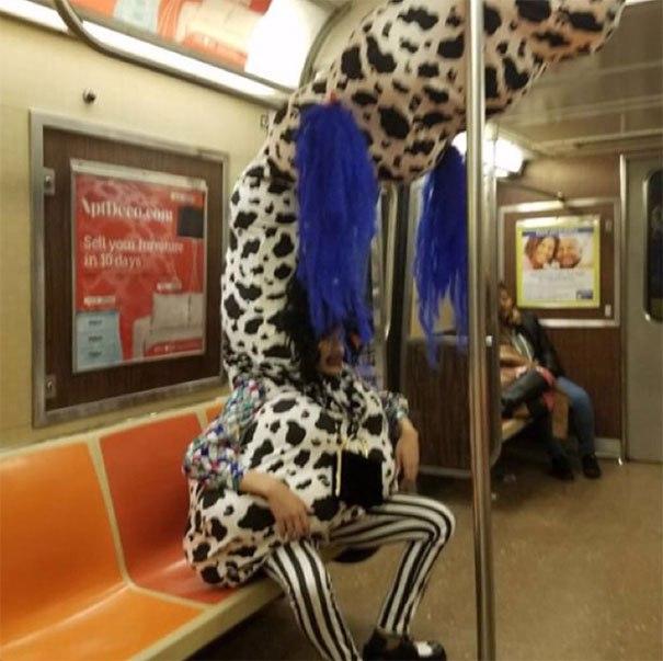 funny subway people 33 596f6837592de 605