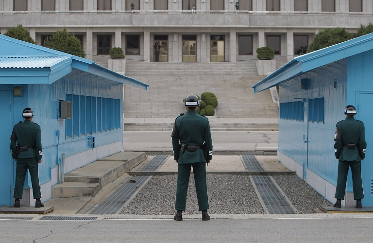 koreans cross border after korea summit to take picture 6