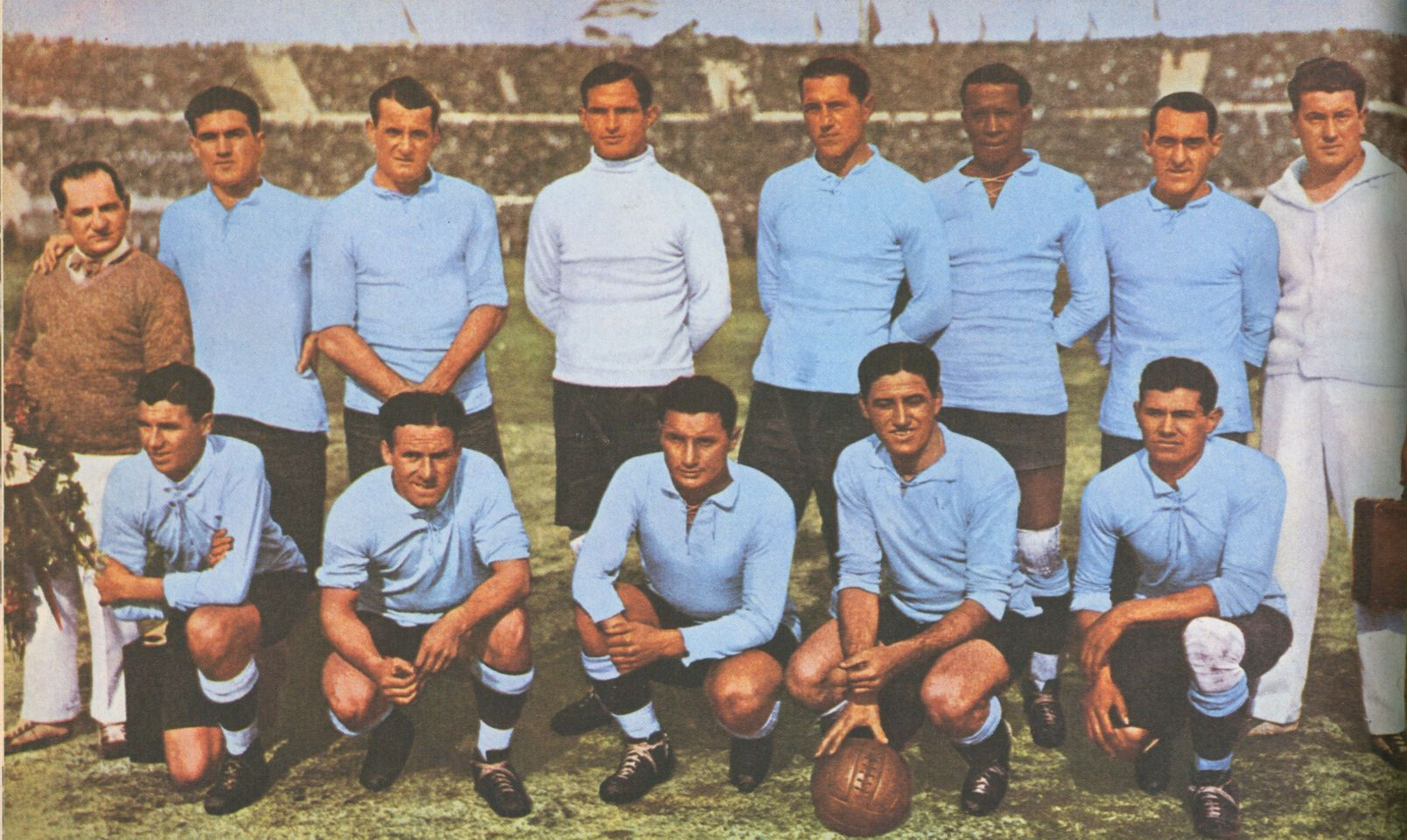 world champion 1930 uruguay with the famous t model ball 1366282901