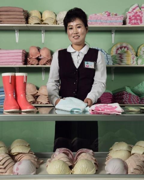Trong một cửa hàng của nhà máy dệt may lớn nhất nước, công nhân và người dân có thể tìm đến để mua quần áo và những loại hàng hóa khác.
