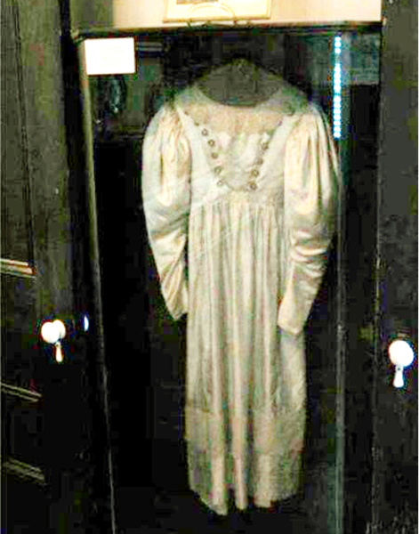 5 of the worlds most cursed and haunted objects you wouldnt want to own 4