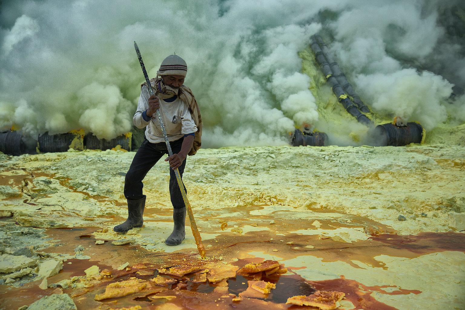 Cuộc sống mưu sinh gian khổ đến khó tin ở các vùng mỏ khắp thế giới