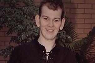 Bị rối loạn tâm lý dạng nhẹ, thiếu niên vẫn bị nhốt trong bệnh viện tâm thần suốt 13 năm trời