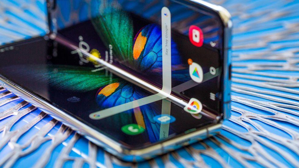 Live-stream gấp màn hình Samsung Galaxy Fold 200.000 lần và cái kết