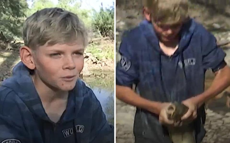 Cậu bé 13 tuổi bắt hàng trăm con cá bằng tay để cứu chúng khỏi dòng sông cạn