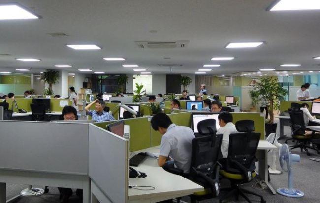 Nhật Bản lần đầu tiên áp dụng 'Hệ thống không tăng ca': 6h30 lập tức tắt máy đi về!