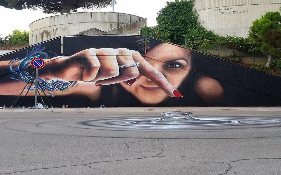 Những bức ảnh nghệ thuật 3D như đang 'liếc nhìn' bạn trên đường phố