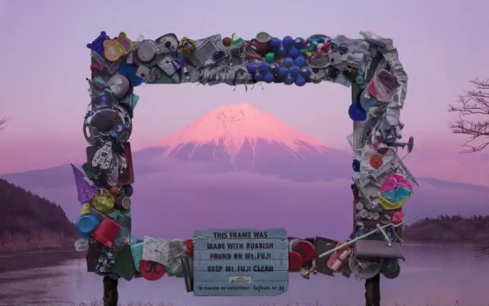 Núi Phú Sĩ biến thành 'núi rác', Nhật Bản buộc phải thu phí du khách leo núi