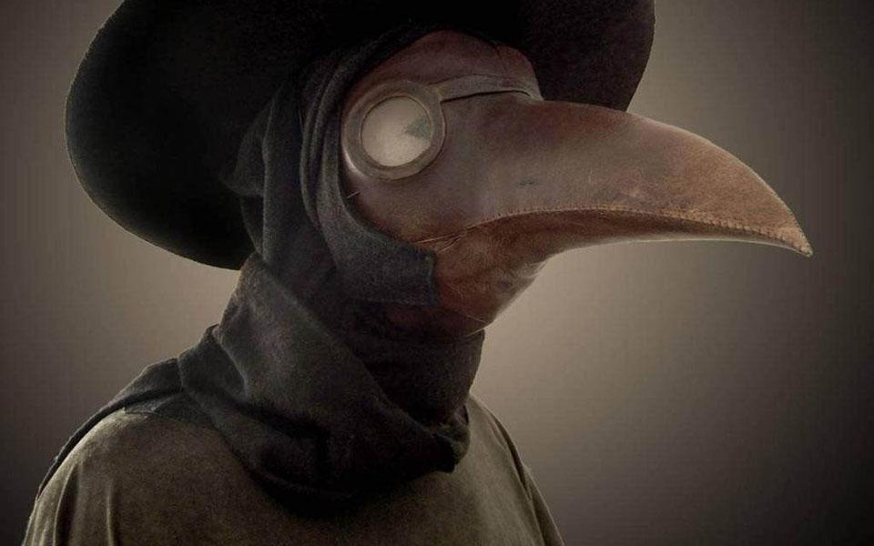 Bác sĩ dịch hạch và bộ trang phục kỳ dị, đáng sợ trong 'Cái chết đen'