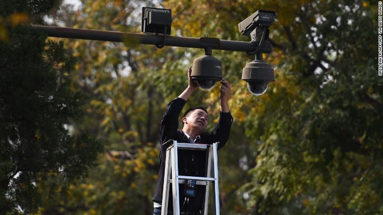 Trung Quốc kiểm soát người cách ly dịch COVID-19 bằng CCTV 24/7