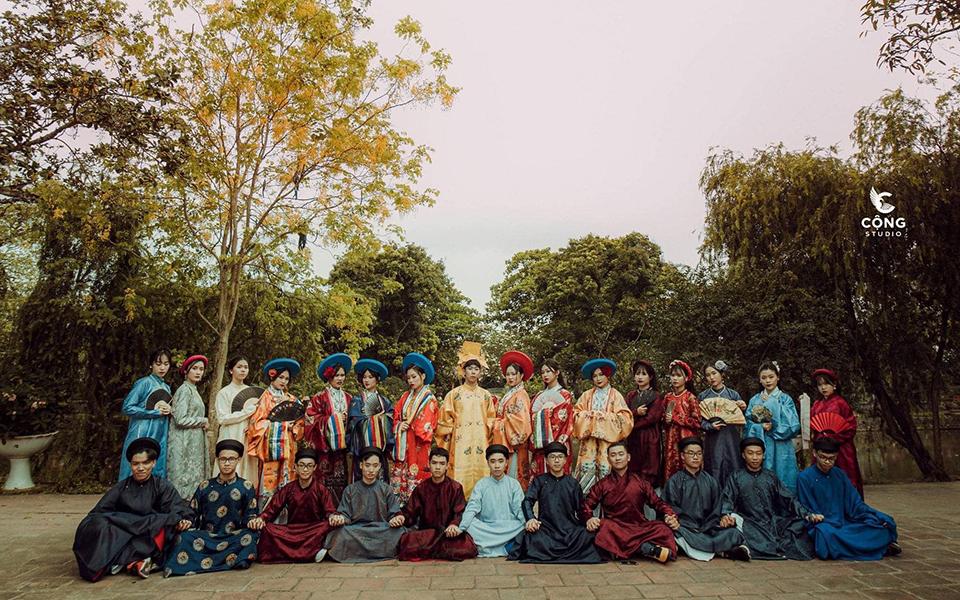 Bộ ảnh kỷ yếu đẹp như bài thơ với trang phục và bối cảnh nhà Nguyễn