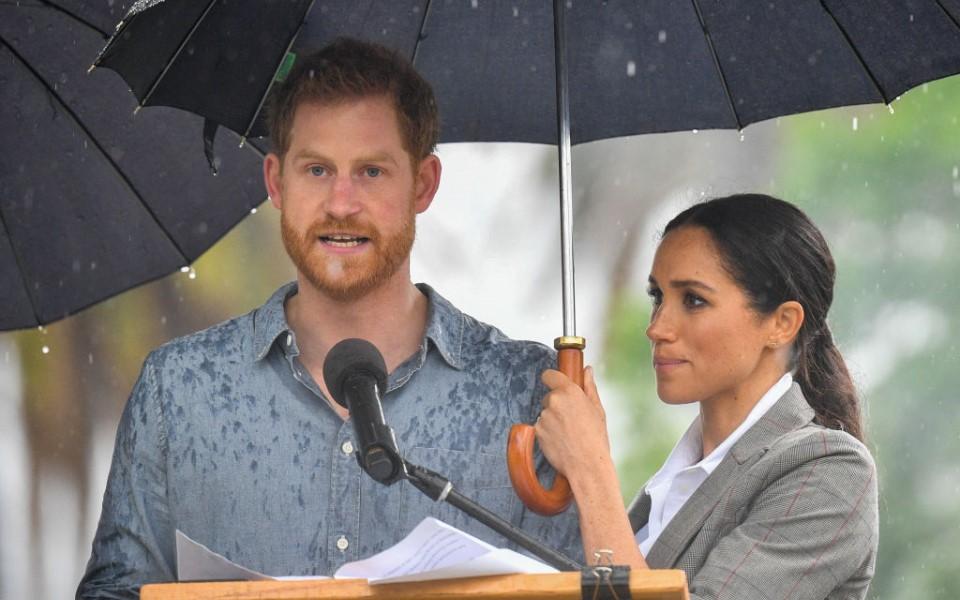 Vợ chồng Hoàng tử Harry - Meghan Markle 'hét giá' thù lao triệu đô cho mỗi lần diễn thuyết