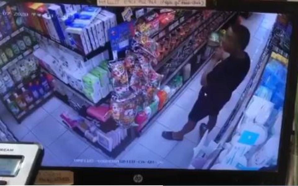 Người đàn ông gây phẫn nộ khi bôi nước bọt vào thực phẩm trong siêu thị ở Đà Nẵng