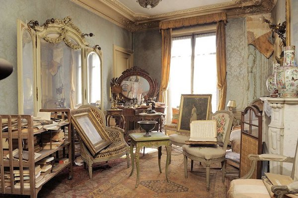 perfectly preserved paris apartment discovered after 70 years with valuables and paintings 7
