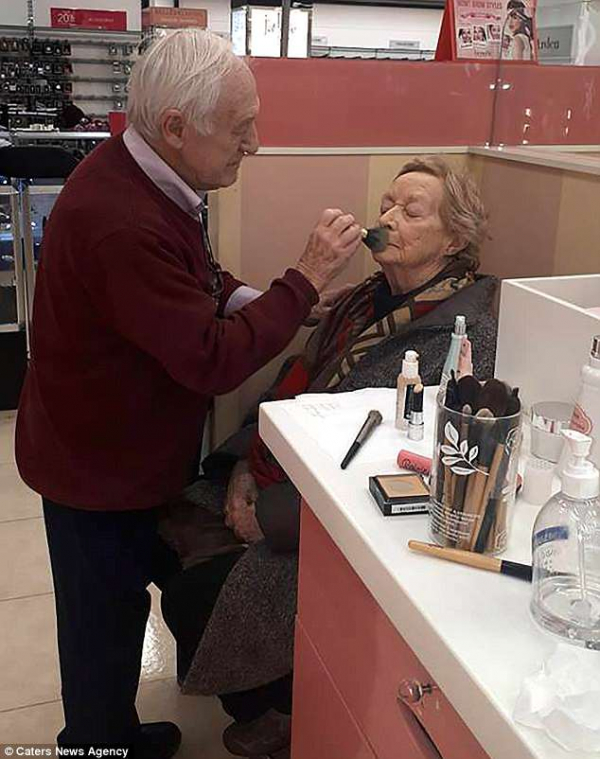 4d36759500000578 5843065 the monahans met make up artist rosie o driscoll 43 at the benef a 1 1528968954709