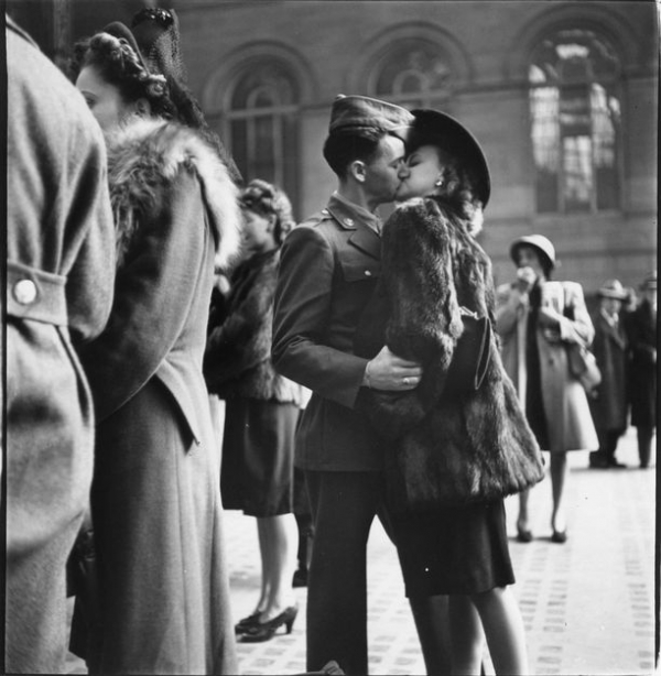 couple in penn station sharing farewell kiss before he ships off to picture id72430810 size612