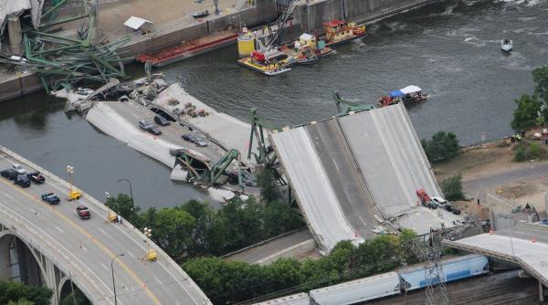 c09c89 20170726 bridge collapse 2007 03