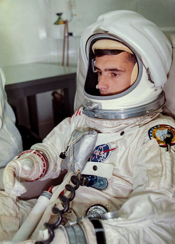the tragedy of the first apollo mission to space 4