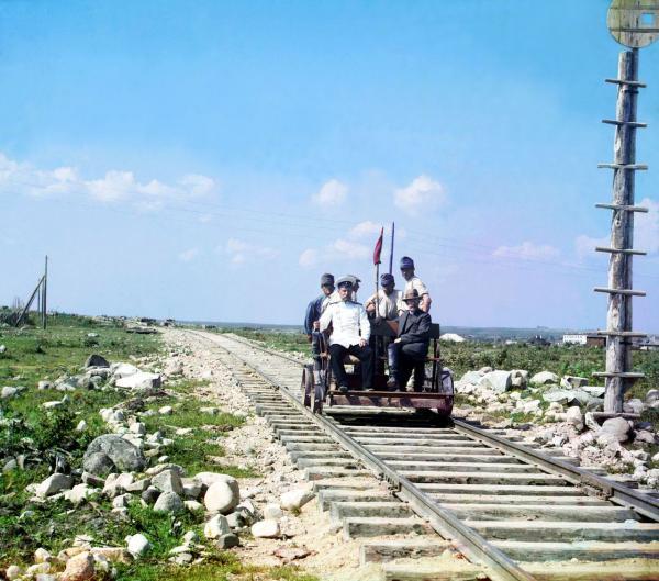 Công nhân đường sắt đang làm việc tại một khu vực gần Karelia, chụp năm 1915.