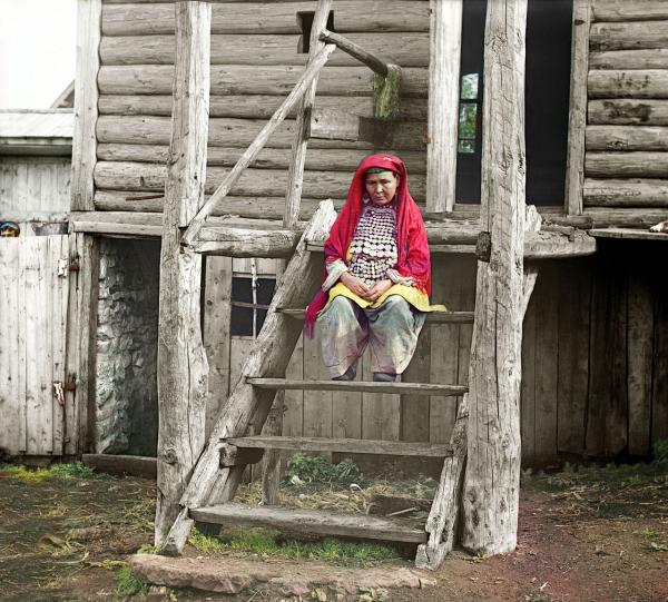 Một phụ nữ người Bashkir sống tại Dãy núi Ural, chụp năm 1910.