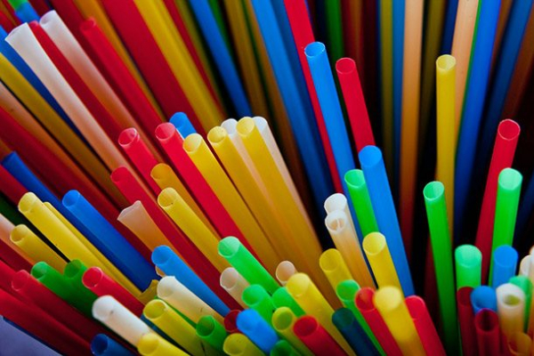 straws 610x407