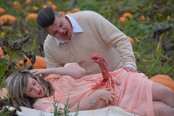 funny maternity photoshoot alien pumpkin field todd cameron li carter 12 5bbdc4bb29265 700
