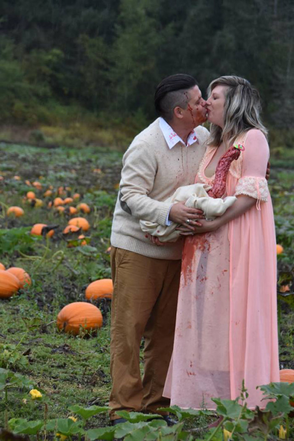 funny maternity photoshoot alien pumpkin field todd cameron li carter 19 5bbdc4c9779db 700