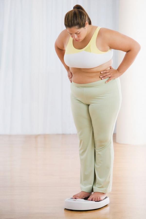 0 overweight hispanic woman on scale