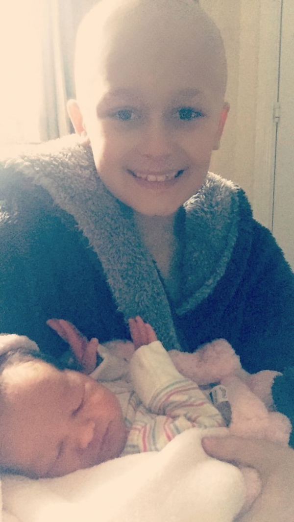 heartbreaking photo shows beaming smile of boy dying of cancer who held on long enough to meet baby 2
