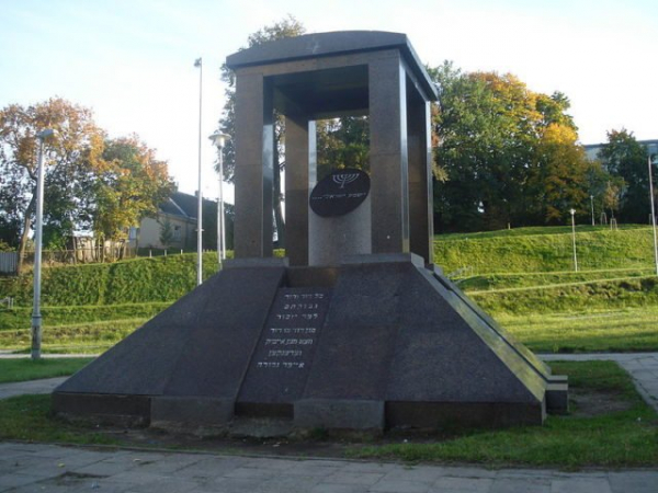 800px memorial to the jews victims of nazi germany in vilnius2 640x480