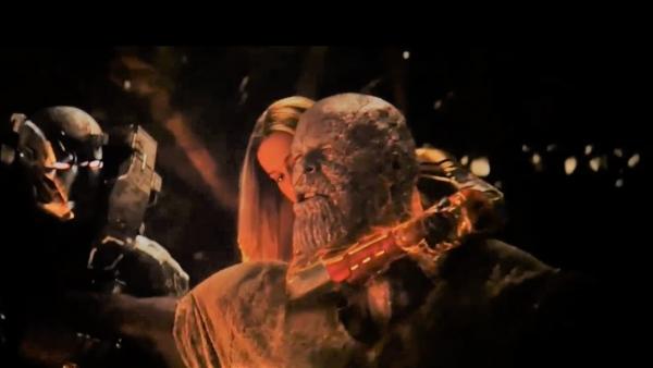 avengers endgame thor cuts thanos head