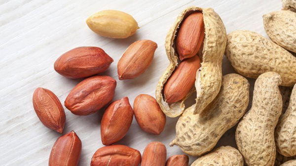 eating nuts adds up to longer life 722x406