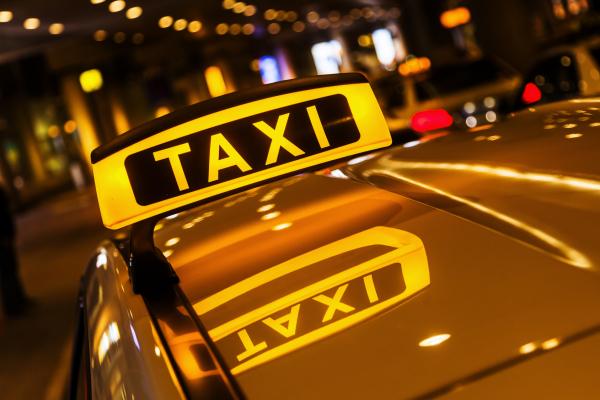 vo va nguoi tinh goi dung taxi cua chong anh 1538298181 width1688height1125