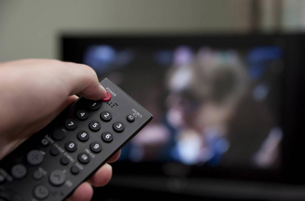 mo tv khi ngu