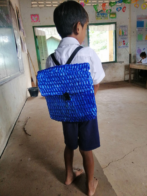 dad weaves school bag son raffia string combodia 1 5d0c9477e325e 700