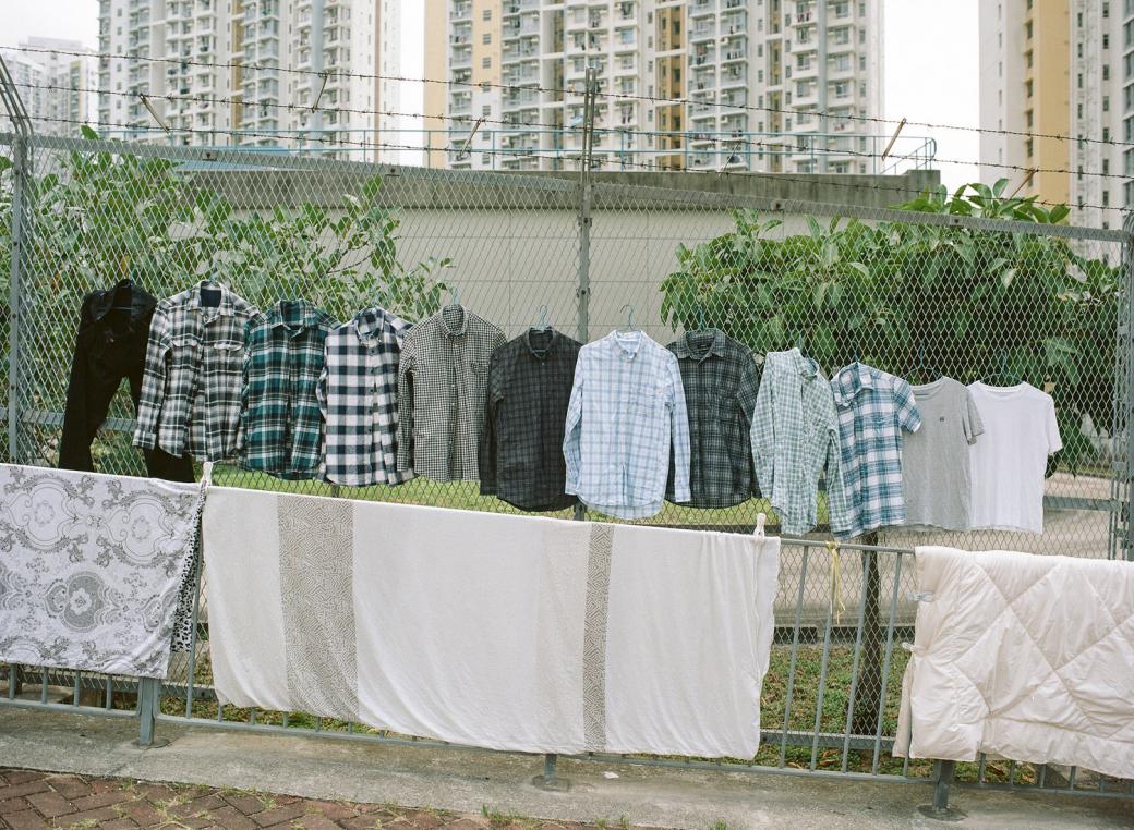 Văn hóa phơi quần áo 'mọi lúc mọi nơi' cực độc đáo ở Hồng Kông
