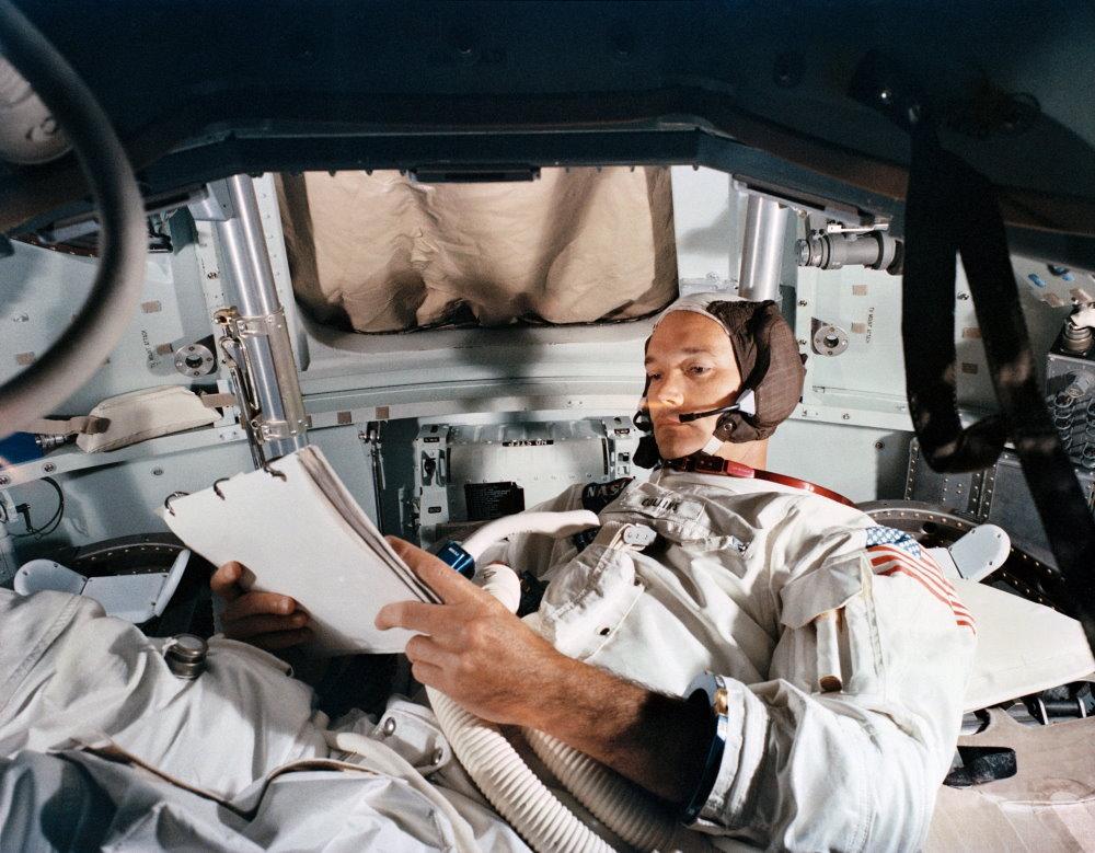 Phi hành gia Michael Collins cũng tham gia sứ mệnh Apollo 11 nhưng ông không bao giờ đặt chân lên Mặt Trăng, khiến ông trở thành nhà du hành bị lãng quên. Nhưng theo một bài phỏng vấn trên The New York Times, ông chia sẻ mình không buồn khi trở thành phi hành gia bị lãng quên, bởi ông đã có mặt ở chuyến bay huyền thoại đó và góp phần tạo nên lịch sử.