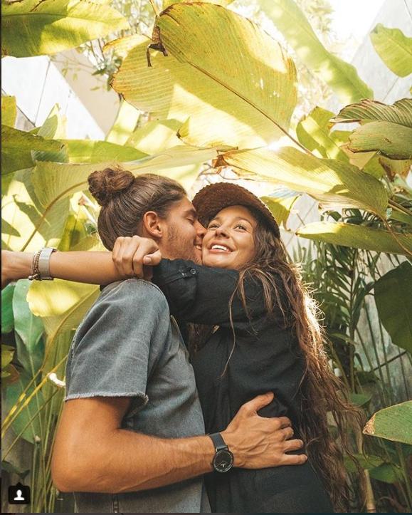 Hình ảnh cặp đôi 'chỉ cần em muốn, anh sẽ dẫn em đi bất kì đâu' sẽ khiến bạn ganh tị vì quá hạnh phúc