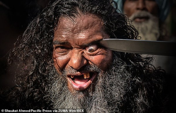 Những hình ảnh đáng sợ trong cuộc diễu hành của Sufi giáo tại Ấn Độ