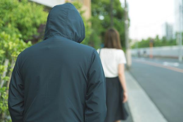 Cô gái Nhật kể lại hồi ức đầy ám ảnh khi bị gã hàng xóm biến thái theo dõi