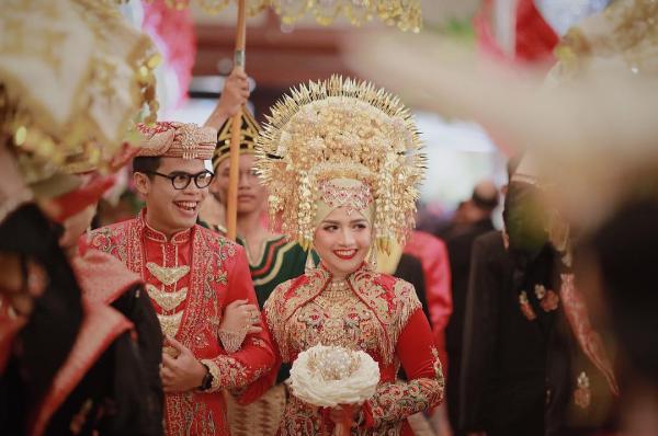 Ngắm nhìn các cô dâu trên khắp thế giới lộng lẫy trong ngày cưới